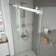 Mampara de ducha frontal HELSINKI de Salgar. Frente fijo más puerta corredera
